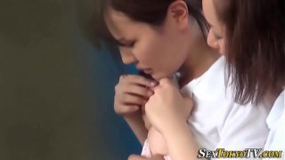 Asian babe fingers les