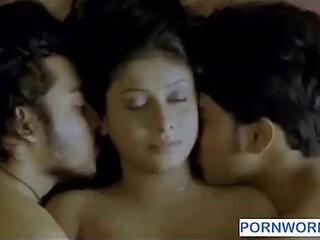 2 chaps giving a kiss one gal www.pornworn.com