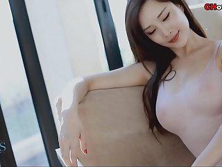 国模:著名裸模周妍希超高开叉泳衣游泳池诱惑 爱蜜社视频
