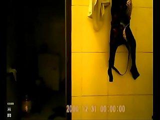 家里卫生间透拍摄大姨子洗澡