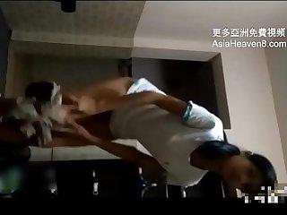 [中國/中国] 用妹妹手機時翻到她的秘密 >_>_ 更多免費亞洲視頻 AsiaHeaven8.com